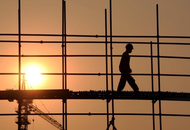 中共地方政府拖欠承包商款項的訴訟數量暴增,去年為100件,而今年前10個月高達831件。示意圖。(AFP)