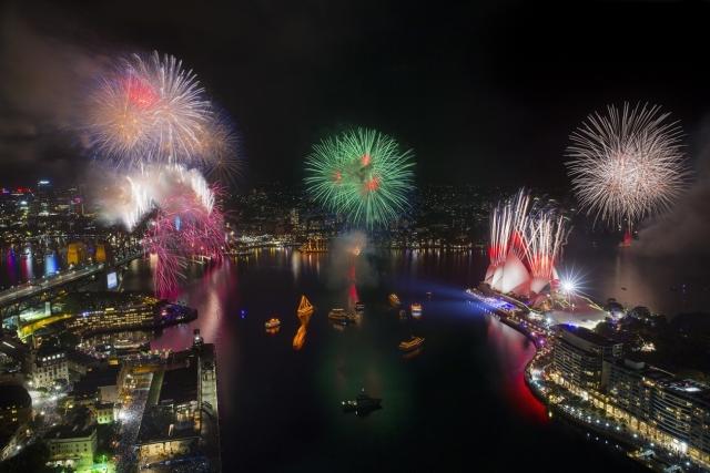 雄獅今年10周年企劃,專屬VIP雪梨塔登高欣賞360度視野,並領先市場推出雪梨包船舉辦「跨年煙火秀包船音樂派對」。(雄獅旅遊提供)