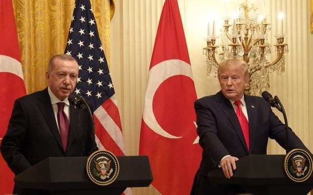 美國總統川普(右)與土耳其總統艾爾段(左)11月13日在白宮會晤。(記者亦平/攝影)