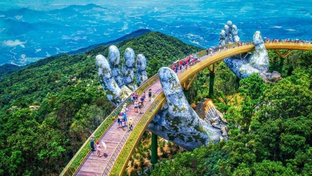 越南峴港巴拿山黃金橋。(可樂旅遊提供)