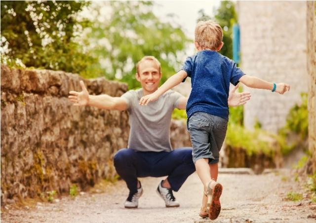 在孩子還需要我的時候,建立良好的親子關係,對我是很重要的自我實現。(123RF)