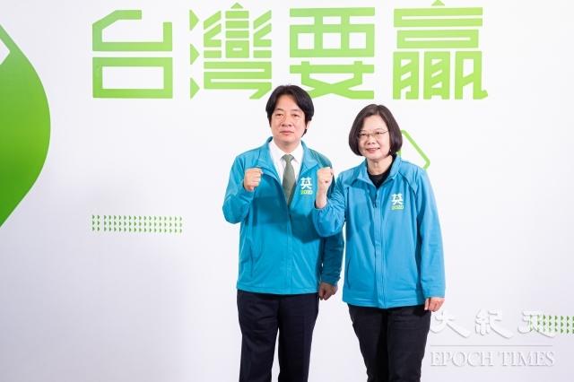 中華民國總統蔡英文(右)11月17日召開記者會宣布,副手為前行政院長賴清德(左),以「蔡賴配」角逐2020總統大選。(記者陳柏州/攝影)