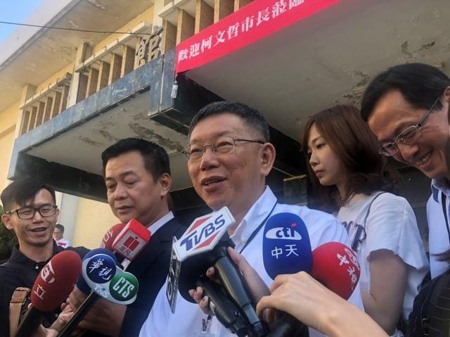 蔡賴配正式成軍,台北市長柯文哲表示,選舉現在進入藍球垃圾時間,勝負已定。(中央社)
