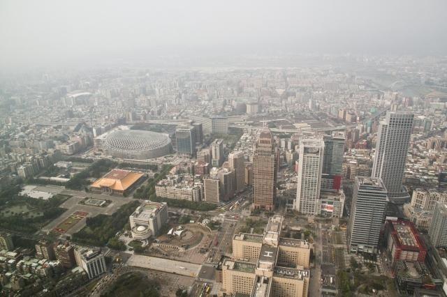 環保署17日表示,境外汙染物預計18日午後影響台灣空氣品質。圖為資料照。(陳柏州)