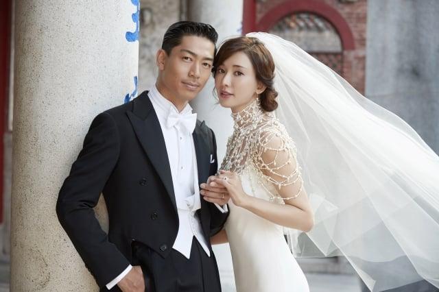 台灣名模林志玲(右)與日本男星AKIRA(左)17日在台南市全台吳姓大宗祠舉行結婚儀式。(中央社)