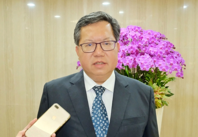桃園市長鄭文燦25日表示,選舉結果代表反送中運動已獲得香港市民普遍支持。(中央社)