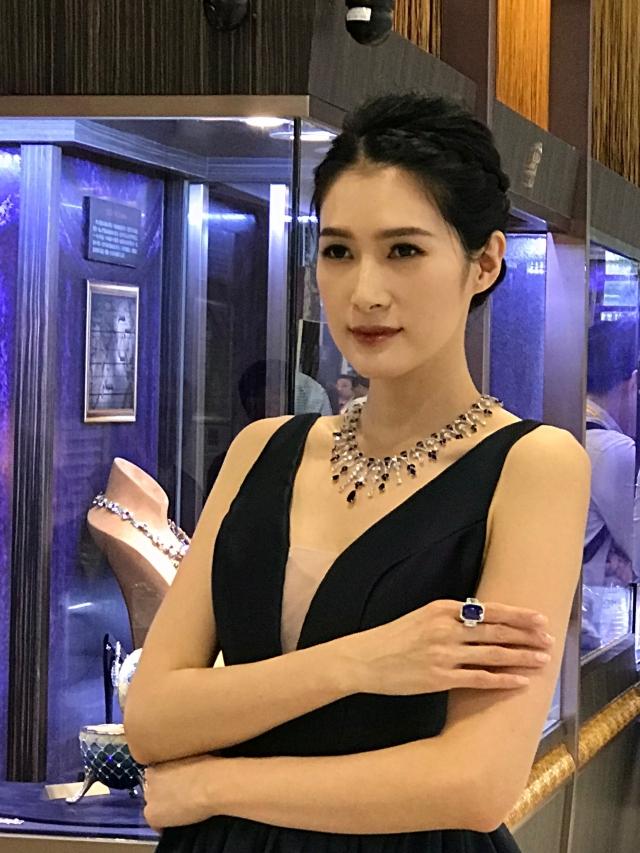 「台灣珠寶首飾展覽會」中,現場展示名貴的珠寶。(攝影/朱孝貞)