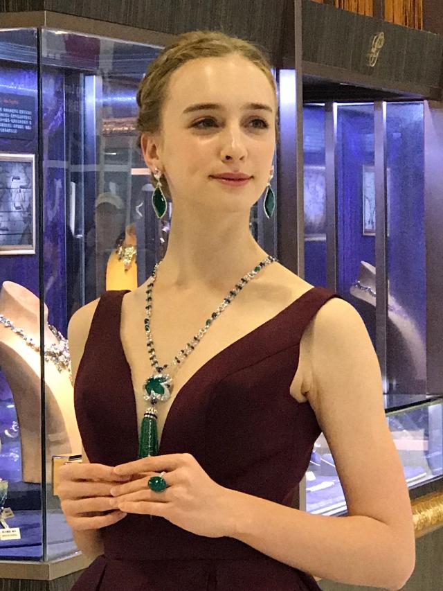 「台灣珠寶首飾展覽會」中,珠寶精品工藝技職學生的亮眼作品。(攝影/朱孝貞)