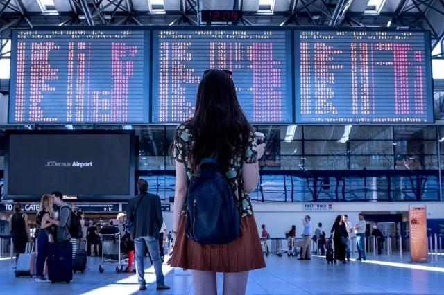對旅行者來說,攜帶筆記型電腦、智慧手機、平板電腦和其他電子設備出遊時,需確保避免某些不安全的行為,以免對自己造成傷害。(Pixabay)