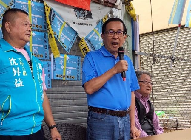 前總統陳水扁(中)27日表示,自己擔任總統時曾拒絕香港生意人開價5千萬元求見。(中央社)