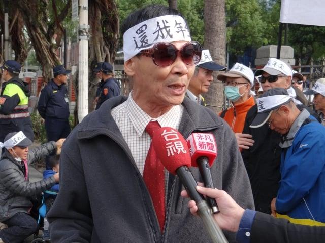 幹事黃錦川指出,因立法疏失,導致《公保法》將2010年1月1日至2014年6月1日間退休者排除在外,且考試院知情卻不改正。