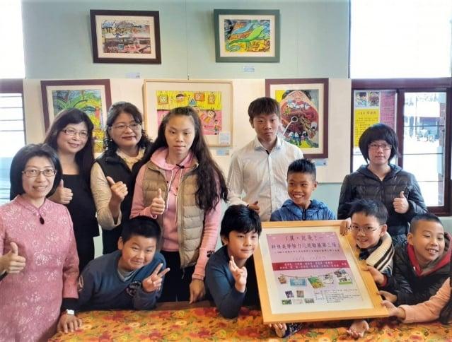「異,起飛!」雙殊學生美術計畫聯展,第三場美學接力展於12月8日在台中全安堂太陽餅博物館舉辦開幕簽畫會。