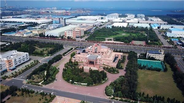 中港加工出口區目前進駐廠商達77家、從業人員超過7400人,總投資案達1120億元,年均產值550億元以上。