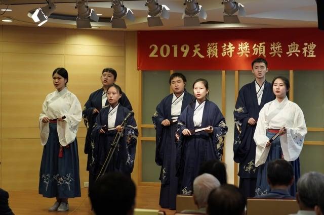 淡江大學驚聲古典詩社吟唱表演。(天籟吟社提供)