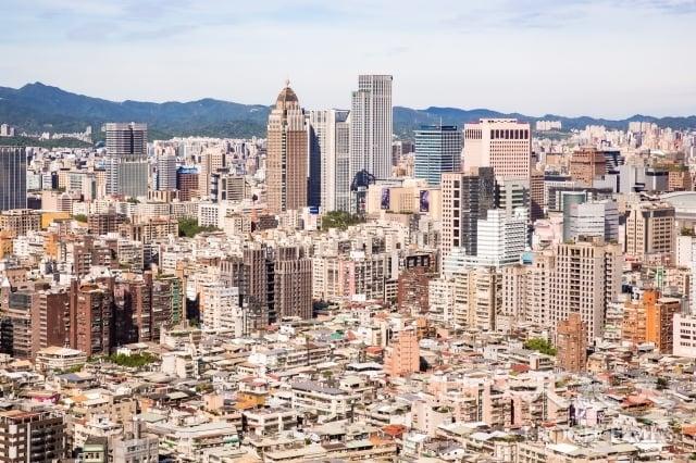 永慶房屋23日預估,2020房市呈「價平盤震盪、量持平或小幅上升」格局,全年交易量約30至30.8萬棟之間,有望創六年來新高。圖為示意照。(記者陳柏州/攝影)