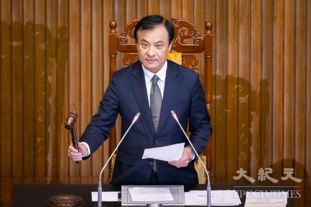 立法院長蘇嘉全敲槌,正式宣布《反滲透法》三讀通過。(記者陳柏州/攝影)