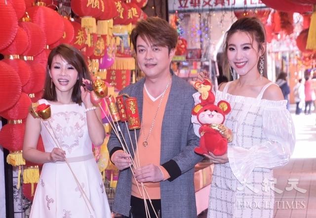翁立友(中)、謝金晶(右)、董育君(左)。(記者黃宗茂/攝影)