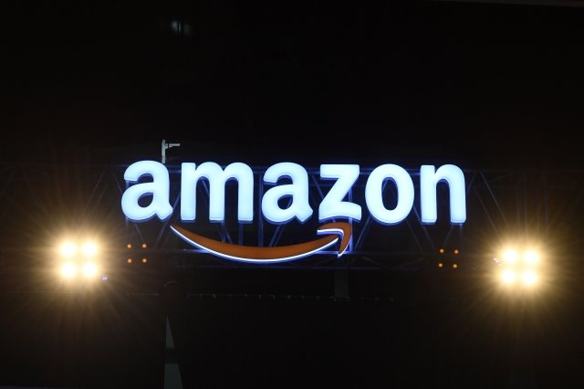 電子商務巨頭亞馬遜因在打擊假冒商品上失敗而受到越來越多的批評。(SAJJAD HUSSAIN/AFP via Getty Images)