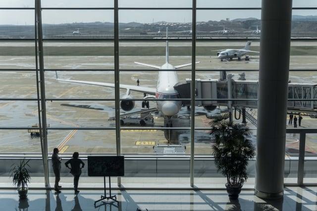一家外國旅行社表示,由於中國出現新型冠狀病毒引發的肺炎擴散,跟中國接壤的北韓將從22日起暫時禁止外國遊客進入。圖為平壤順安國際機場。(Getty Images)