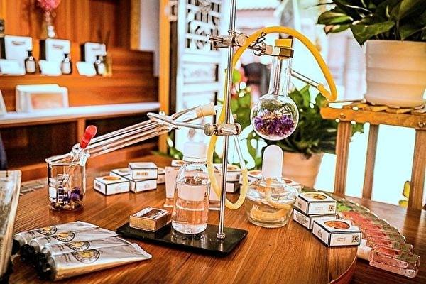 創造香水是相當專業的藝術工作。(Pixabay)