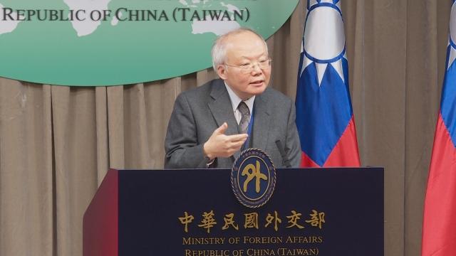台灣日本關係協會秘書長郭仲熙6日表示,搭郵輪確診的武漢肺炎台籍患者必須在日本醫院治療康復後,才能返台。(新唐人亞太電視台提供)