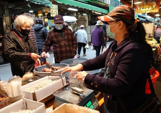 學者認為,今年經濟成長率2.72%預測值恐將下修,主要是中國延遲復工衝擊生產面,內需則受民眾減少外出旅遊消費影響。圖為示意圖。(中央社)