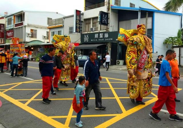 台東元宵節宮廟遶境祈安,展現傳統民俗。