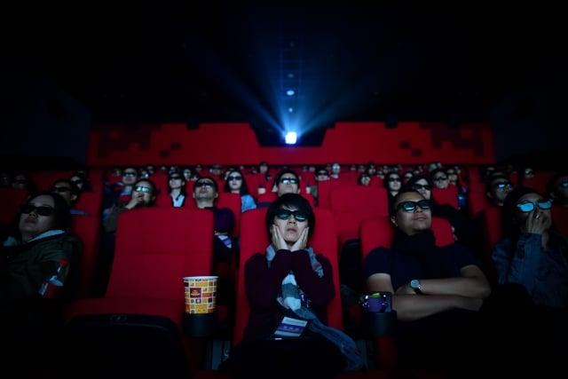 圖為山東青島的一家電影院內的觀眾。(WANG ZHAO/AFP via Getty Images)