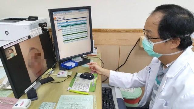 「居家隔離」及「居家檢疫」民眾以通訊診療就醫服務,降低社區感染的風險。
