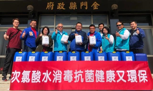 臻霖實業股份有限公司捐贈30桶全方位抗菌液予金門縣教育處。