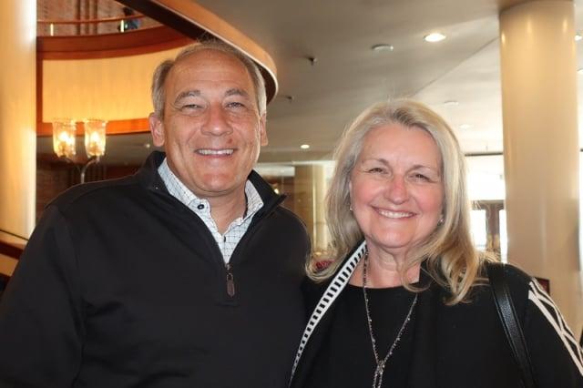 醫療記錄公司首席財務官Robert Rueckl和太太。(記者唐明鏡/攝影)