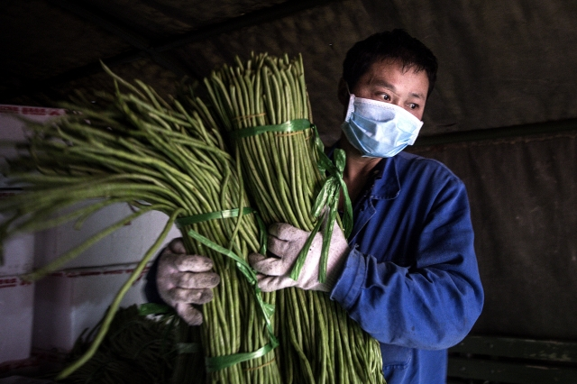 疫情爆發之後,農民工受到的衝擊最為嚴重,包括受到歧視,被房東趕出租屋。示意圖。(Getty Images)