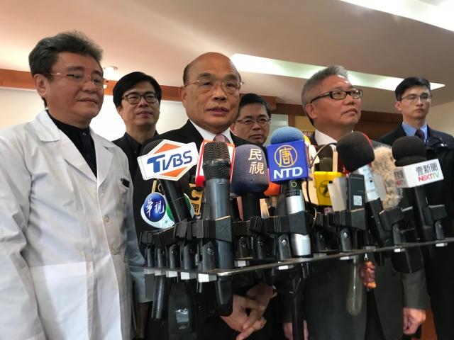 行政院長蘇貞昌25日表示,武漢肺炎疫情「讓國人同胞看到台灣跟中國的不同」每時每刻都讓我們上寶貴的一課,也更讓國人看到民主、自由的可貴。(記者李怡欣/攝影)