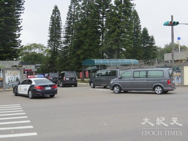 總統蔡英文到中壢視導「陸軍第33化學兵群防疫整備」,媒體只能在營區外。
