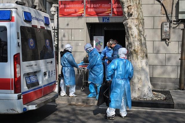 武漢疫情蔓延,死亡人數劇增,武漢殯儀館24小時運轉。圖為示意圖。(HECTOR RETAMAL/AFP)