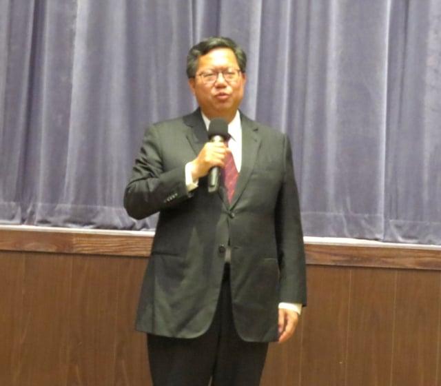 桃園市長鄭文燦指示學校分區辦公及線上教學等措施。(記者陳建霖/攝影)