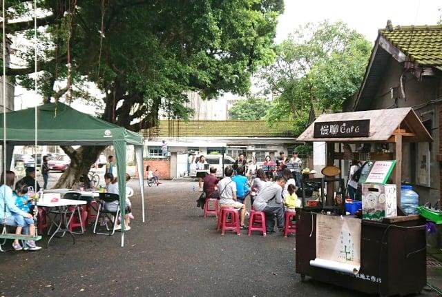 每月最後一個星期六到憲光二村慢聊咖啡攤車領取故事卡,分享你的小故事。