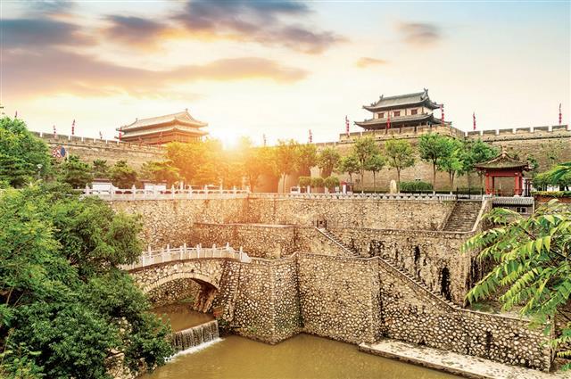 《史記》對漢長安城的描述是:「長安,故咸陽也。」明朝時期長安城改名西安城。圖為西安。(shutterstock)