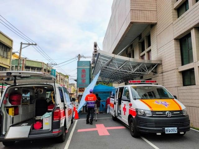 桃園聖保祿醫院針對急診室,分為2區篩檢站。