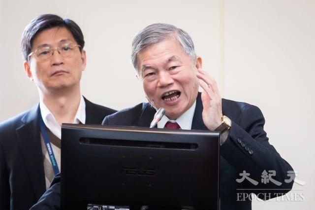 經濟部長沈榮津(右)。(記者陳柏州/攝影)