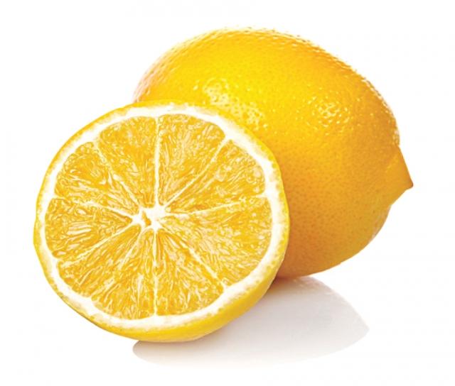 柑橘類水果的維生素C,可預防感冒、強化人體的免疫力,屬於類黃酮素的橙皮素,減緩多種病毒複製的機會,對抗病毒。(123RF)