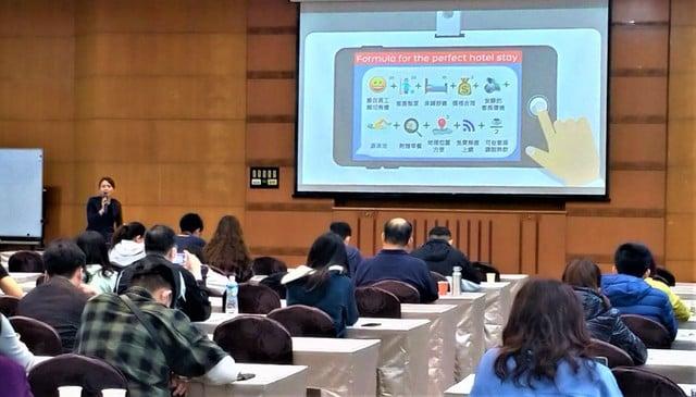 全台第一班由中央推動的「以訓代賑」課程,3月19日在台中草悟道酒店大型會議廳正式開辦。