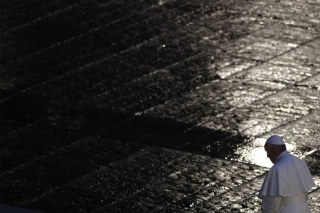 教宗方濟各3月27日在梵蒂岡為結束中共病毒疫情禱告時說:「我們感到恐懼和迷失。」(AFP)