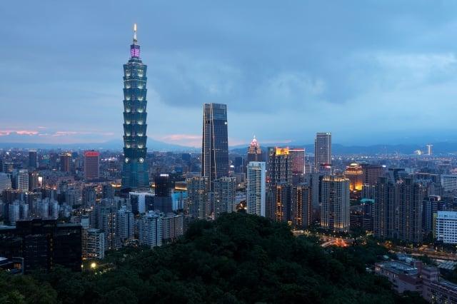 專家分析,房市短期難有大調整,因為台灣防疫好、利率超低、剛性需求穩、台商回流等多重力道支撐。( DANIEL SHIH/AFP via Getty Images)