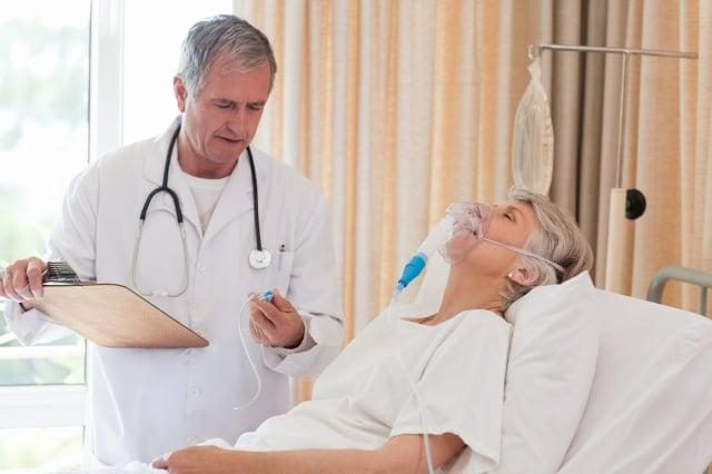 資深護理師生病前,是個聰明的女性,個性和藹可親又率直。(Fotolia)