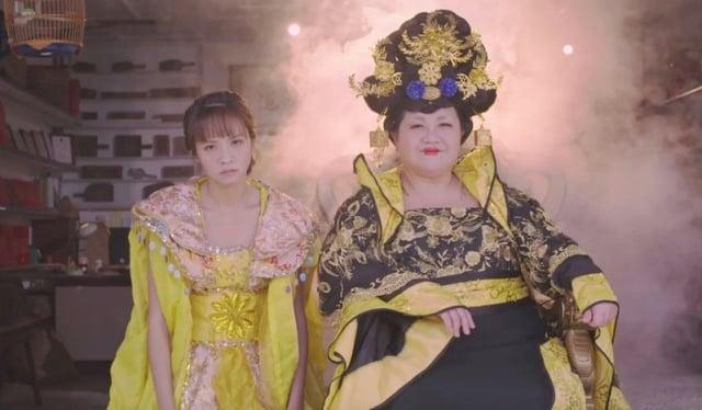 《我的婆婆》前導預告片,金鐘雙視后鍾欣凌與黃姵嘉嗆(左)扮演婆媳,火藥味濃。(公視提供)