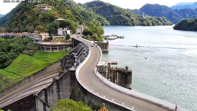 桃園即時影像服務如石門水庫即時影像設置於大壩嵩台頂端。