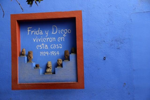 墨西哥知名藝術家兼女權運動家,居住的屋子後來改建成廣為人知的「藍屋」芙烈達卡蘿博物館。(業者提供)