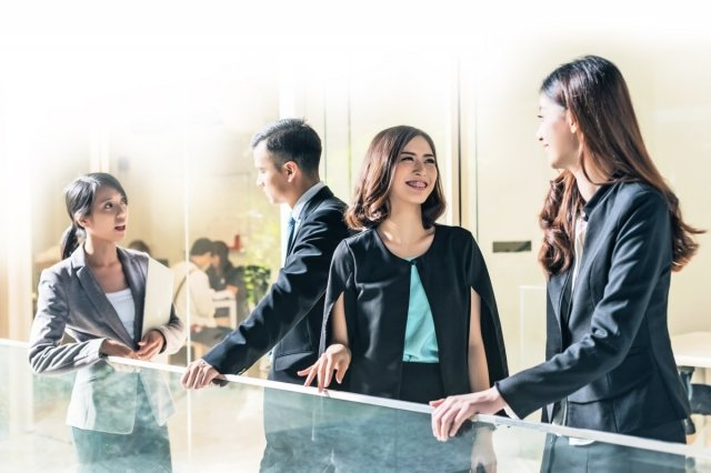 良好的職場關係需要保持「競爭」與「合作」間的平衡。(Fotolia)