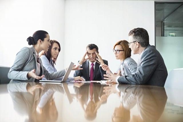 想要應對職場良性競爭,就不可迴避自己的缺點,還得要有一個能夠原諒別人的寬闊心胸。(shutterstock)